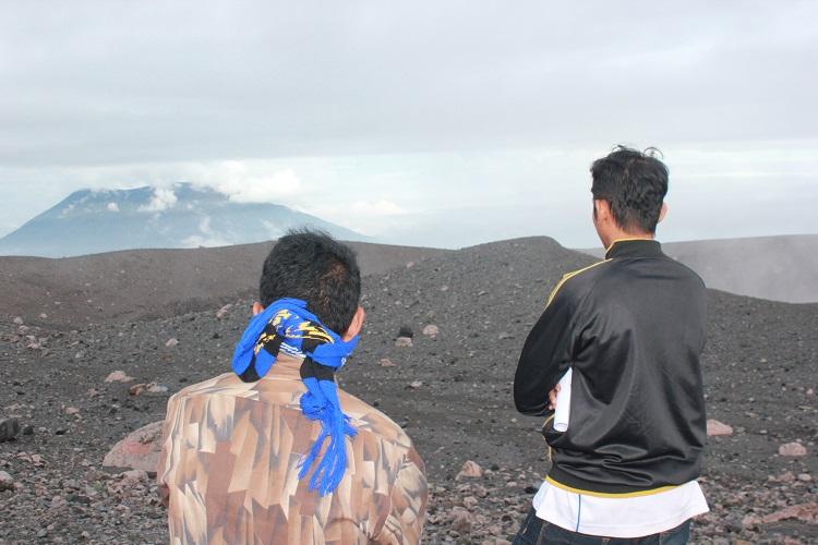 Puncak Gunung Marapi Bukittinggi